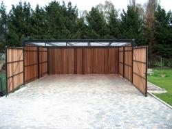 Carport met houten wanden en deur prijs op aanvraag