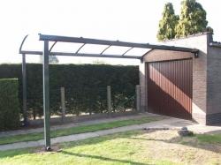 carport met kopse muurconsoles